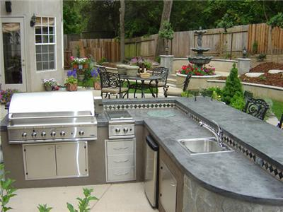 Outdoor Kitchen - Backyard Landscaping