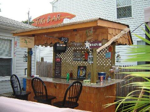 Tiki-Bar - Backyard Lanscaping